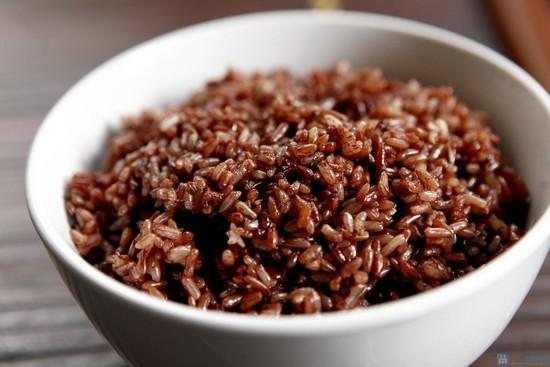 Nên ăn cơm gạo lứt trong bữa ăn kiêng giảm cân lành mạnh