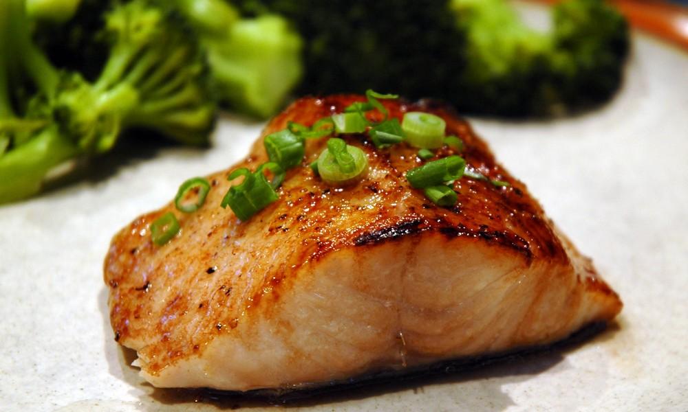 Món cá ngừ ít đạm và chứa nhiều omega 3 rất tốt cho sức khỏe