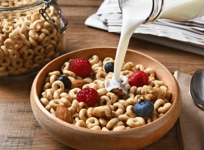 nên ăn ngũ cốc kèm theo trái cây