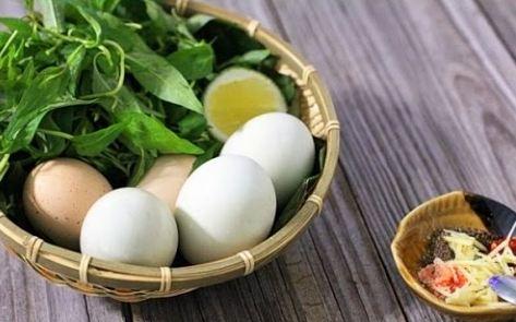 nên ăn trứng vịt lộn buổi sáng