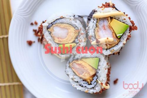 sushi với nước sốt chứa đầy calo
